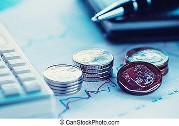 closeup, geldmünzen, mit, gewinnkurve, kugelschreiber, taschenrechner