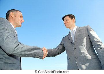 closeup, ligado, pessoas negócio, apertar mão
