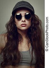 closeup, mode, frauenportraets, in, brille, und, cap., weinlese, stil