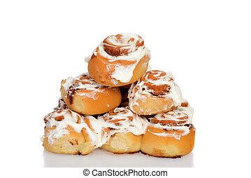 pile of cinnamon buns