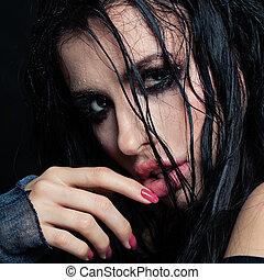closeup, portræt, i, sexet, brunette, model, hos, vådt hår