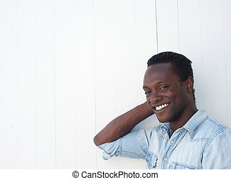 closeup, portré, közül, egy, boldog, fiatalember, mosolygós, szabadban