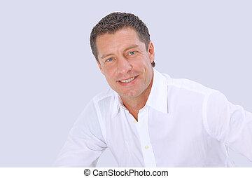 closeup, portrait, de, a, homme aîné, sourire, blanc, fond