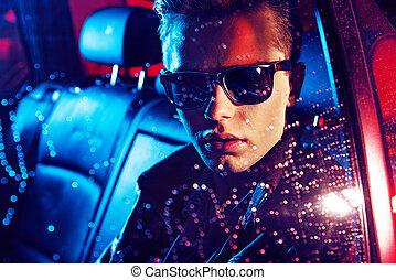 closeup, portrait, de, a, jeune, type, reposer, dans voiture