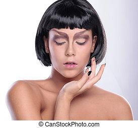 beautiful woman with beauty face skin and glamour makeup