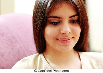 Closeup portrait of a smiling happy woman