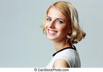 closeup, portret, od, niejaki, radosny, kobieta, na, szare tło