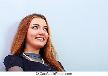 closeup, portret, od, niejaki, szczęśliwa kobieta, odizolowany, na, szare tło