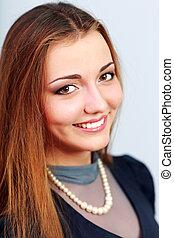closeup, portret, od, niejaki, uśmiechnięta kobieta, na, szare tło