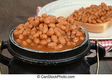 closeup pot of baked beans