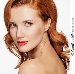 closeup, retrato, de, bonito, excitado, mulher, com, cabelo vermelho