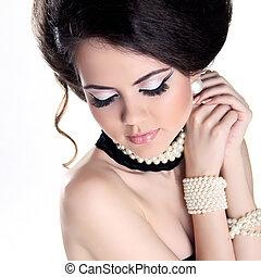 closeup, retrato, de, mulher bonita, com, pérolas, e, noite,...