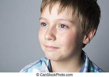 closeup, retrato, de, um, bonito, criança, cinzento, fundo, estúdio