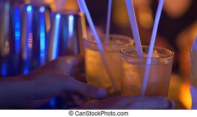 closeup, siła robocza, z, gotowy, pije, w, przedimek określony przed rzeczownikami, bar