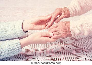 closeup, tenant mains, maison, elderly., soin