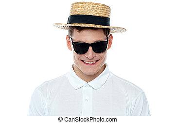 closeup, tiro, de, sorrindo, homem jovem, em, chapéu