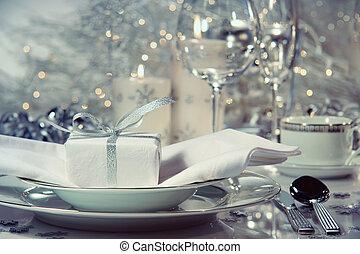 closeup, van, diner het plaatsen, met, cadeau, voor, de, feestdagen