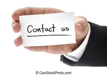 closeup, van, zakenmens , hand houdend, visitekaartje, met, contacteer ons, geschreven, op, it., vrijstaand, op, witte , achtergrond.
