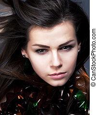 closeup, verticaal, van, jonge vrouw , beauty, met, zwaaiende , haar