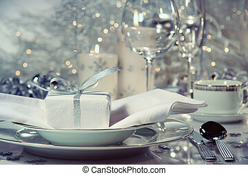 closeup, von, abendessensrahmen, mit, geschenk, für, der, feiertage