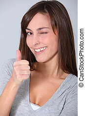 closeup woman, pislogás, lapozgat feláll