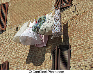 Clothes drying drip