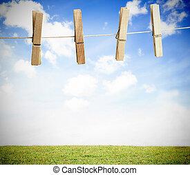 clothespin, 上, a, 洗衣房線, 外面, 由于, 明亮的藍色, 天空