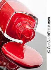 clou rouge, polonais, bouteille