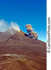 Cloud of ashes at Etna eruption