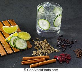 clous girofle, tonique, lima, genièvre, cocktail, cardamome, concombre, cannelle, gin, baies