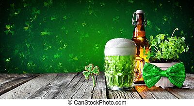clovers, drewniany, -, st, szkło, piwo, zielony, butelka,...