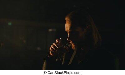 club, boissons, homme, barbe, chevelu, whisky