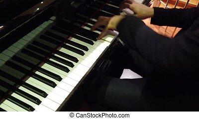 club, -, piano jouant, sur, gauche, nuit, épaule, son, mains