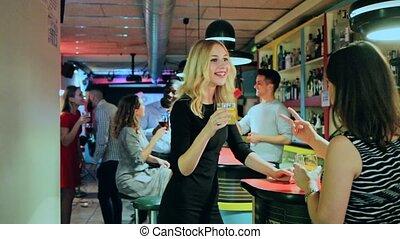 club, portrait, boissons, nuit, heureux, tenue, femmes