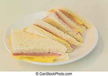 club sandwiches with ham and cheese