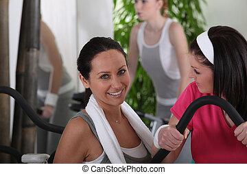clube, ginásio, discutir, mulheres