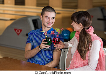 clube, par, jovem, junto, boliche, divertimento, tendo