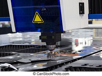cnc, laser industrial, corte, acero, metal, con, brillante, chispas