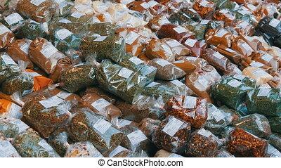coût, safran, poivres, thym, houblon, doux, vienne, origan, étiquettes, allemand, curcuma, counter., austria., divers, épices, more., marché, cilantro, chaud