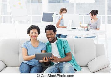 co, paar, digitale , gebruik, tablet