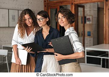 co, pracujące biuro, trzy, handlowe kobiety