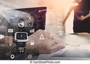 co, werkende , teamvergadering, concept, gebruik, smart, horloge, en, draagbare computer, en, digitaal tablet, computer, in, moderne, kantoor, met, feitelijk, interface, iconen, netwerk, diagram