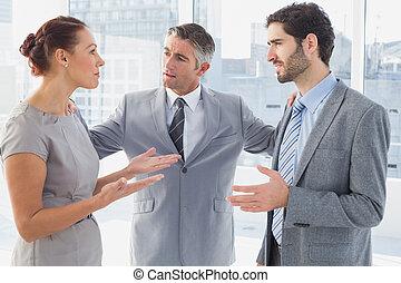 co-worke, argumentując, kobieta interesu