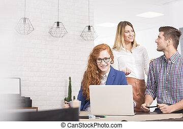 co-worker, användande dator