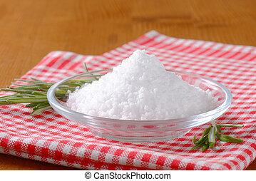 Coarse grained edible salt