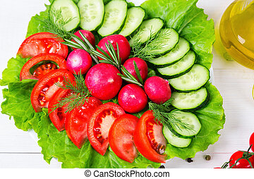 coarsely, חטב, טרי, מלפפון, עגבניה, צנון, ו, חסה, -, טרי, salad., ה, מושג, של, בריא אוכל, דיאטה, צמחונות