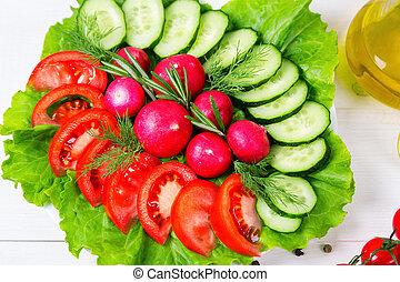 coarsely, tagliato, fresco, cetriolo, pomodoro, ravanello, e, lattuga, -, fresco, salad., il, concetto, di, consumo sano, dieta, vegetarianism