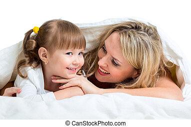 cobertor, mãe, sob, sorrindo, mentindo, criança
