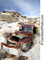 coche abandonado, en, nieve