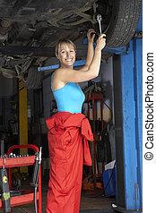 coche, hembra, mecánico, trabajando